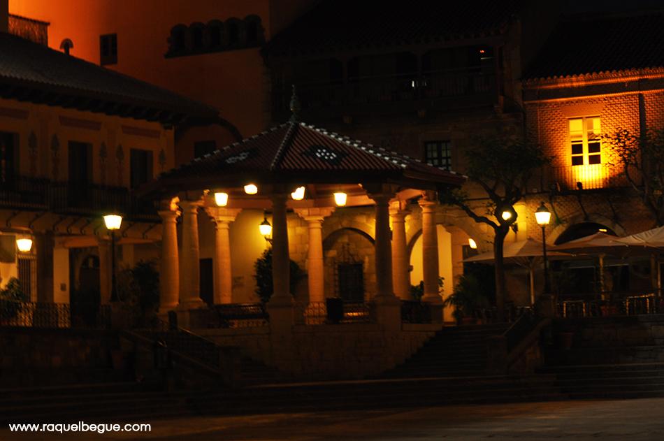 pueblo-espanyol-noche